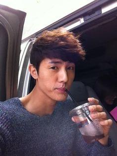 lee ki woo --- UPDATE: (me2day) Lee Ki Woo: Cool iced coffee! 31 years a good drink so unaware .... ㅋ ㅋ ㅋkeopiya nice to hear!! ^ ^ (06.17.12)