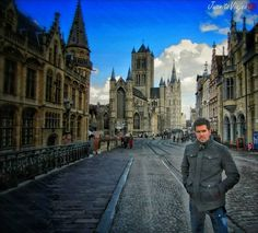 Tips y Consejos de Viaje.  Viajeros! Ciudad Gante (arquitectura flamenca) al occidente de Belgica. Esta situada a 30 mins de Bruselas y Brujas. Y puedes llegar alli en tren por menos de 8 euros. Es una ciudad que pocos conocen. Pero que es una de las mas impresionantes que hay en Europa debido a su gran cantidad de edificios historicos. Su centro historico es un museo de 1era categoria. Puedes recorrerla en bici alquilandola por 5 euros la hora. Ademas muy recomendado tomense una de las mil…