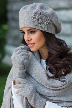 Šedá elegantná luxusná dámska zimná baretka Kamea Juka