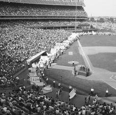 Banner Day at Shea New York Mets Baseball, Ny Mets, Shea Stadium, Yankee Stadium, Candlestick Park, Stadium Tour, Baseball Photos, Sports Images, Washington Nationals