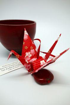 Bijou de maison à suspendre - grue origami papier japonais sakura rouge : Accessoires de maison par tangram