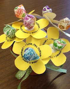 36 Trendy Spring Art Projects For Kids Flowers Student Spring Art Projects, Projects For Kids, Kindergarten Graduation, In Kindergarten, Student Teacher Gifts, Classroom Gifts For Students, Student Gifts End Of Year, Student Treats, Classroom Ideas