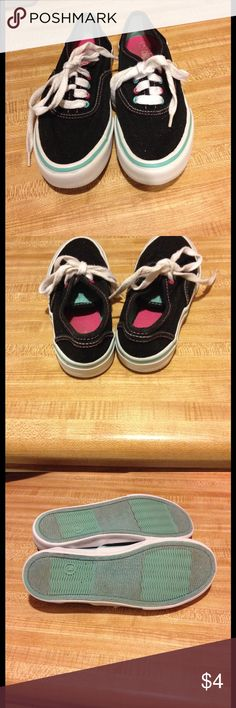 Size 3 girls Circo tennis good condition Size 3 girls Circo tennis good condition Circo Shoes Sneakers