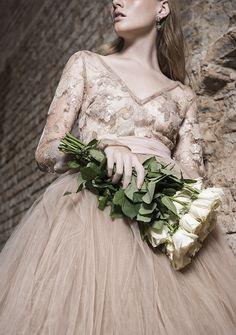 À moda antiga - Notícia - Dia-a-Dia Revista Ideias Fashion, Editorial, Dresses, Victorian Dresses, Old Fashion, Fashion Editorials, Vestidos, Dress, Gown