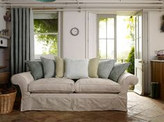 Town and Country Style Sofa/Lounge/Settee
