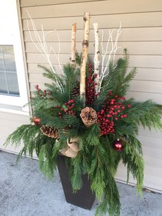 Porch pot DYI The Effective Pictures We Offer You About flower garden ideas in front of house plante Outdoor Christmas Planters, Christmas Urns, Outside Christmas Decorations, Christmas Greenery, Christmas Centerpieces, Christmas Holidays, Christmas Wreaths, Winter Holidays, Christmas Floral Arrangements