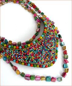 collar de cuentas de collar pectoral y de múltiples colores Nácar