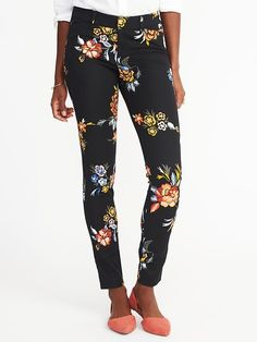 OLD NAVY Pixie Pants 2 Petite 2017 NEW Black Floral Skinny Leg NWT Womens XS Versatile. Multi-talented and multi-tasking. Collaborates well with others. The qualities of a successful career or essential wear-to-work pants? In this case, both Fashion 101, Fashion Pants, Womens Fashion, Fashion Fall, Petite Fashion, Fashion Trends, Girly Outfits, Pretty Outfits, Pretty Clothes