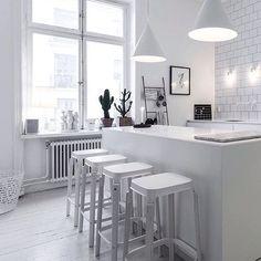   White Kitchen   ▫️▫️ Credit: @lottaagaton  #kitchen #design #architecture #interior #white #beautiful #style #minimal #whiteonwhite #weekend