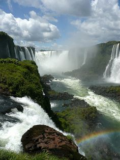 Foz do Iguacu seen from the brazilian side (by dj_pingu).