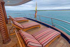 Embarquez à bord d'un yacht pour découvrir les plus beaux paysages des Iles Galapagos. Vous aurez toute l'occasion de voir la diversité de la faune et flore de ces superbes îles. Jour 1 – Quito – San Cristobal Vol depuisQuito (ou Guayaquil) jusqu'à l'aéroport San Cristobal. [...]