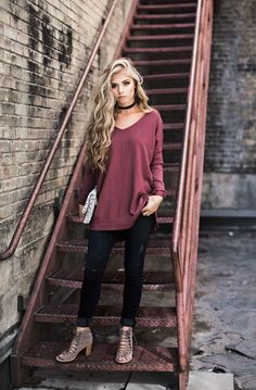 V-neck sweater + skinny jeans + black choker + lace-up heels