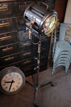 Lampe industrielle (vendu)