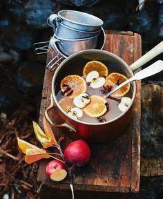 Keto Tuna Salad with Pesto. Comida Picnic, Keto Tuna Salad, Autumn Aesthetic, Autumn Cozy, Autumn Inspiration, Food Styling, Pumpkin Spice, Food Photography, Outdoor Photography