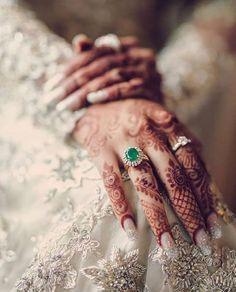 Glamorous Wedding Nail Art Designs For Indian Brides + Some Useful – WedBook Designs Henna, Beautiful Henna Designs, Beautiful Nail Art, Nail Art Designs, Choli Designs, Beautiful Hands, Ring Designs, Wedding Nails For Bride, Bride Nails
