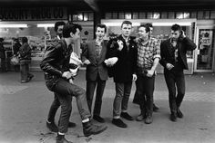 A group of Teddy boys / Rockers, London © Janette Beckman / PYMCA Teddy Boys, Teddy Girl, Moda Streetwear, El Rock And Roll, Hip Hop, Youth Club, Black Comics, Biker Boys, Vintage Fashion 1950s