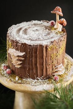 Mulled Wine Stump de Noël Cake and a Ridge Runner Wood Works Giveaway! | Sprinkle Bakes