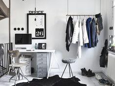 Un bureau en noir et blanc (PLANETE DECO a homes world)
