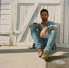 Ep238 - Ryan Bingham - Ryan Bingham plays tracks from Fear And Saturday Night and talks about playing the dive bars, finding success, and how he met his wife.    This week I've got a cut from that posthumous Pops Staples album, a road tune from Justin Mather. a jumpin' string band tune from Spuyten Duyvil, a Bob Wills tribute from Asleep At The Wheel and Lyle Lovett, a knock out vocal track from Rhiannon Giddens,  rock & roll from Liz Longley, and a going home song from American Aquarium.