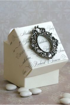 """cute for """"necklace bow"""" and put an A in the tiny picture frame for aulbrey Italian Wedding Favors, Wedding Favor Table, Vintage Wedding Favors, Elegant Wedding Favors, Edible Wedding Favors, Wedding Gift Boxes, Beach Wedding Favors, Wedding Favors For Guests, Wedding Gifts"""