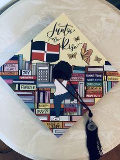 Latina Graduation cap design 🥰 Graduation Cap Toppers, Graduation Cap Designs, Graduation Cap Decoration, College Graduation, Graduation Caps, Graduation Ideas, Cap College, Grad Hat, Middle School Grades