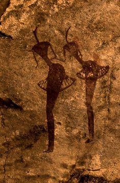 Rock painting, Tamadjert, Algeria, via Univers Mininga Ancient Aliens, Ancient History, Art History, European History, American History, Ancient Mysteries, Ancient Artifacts, Africa Rocks, Art Pariétal