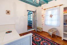 In vizita la Alina, Marius si Micha Sala Grande, Neo Traditional, Design Case, Log Homes, House Colors, Valance Curtains, House Design, Spirit, Contemporary
