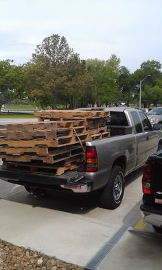 Traveller hauling my pallets for wall and other FREE WOOD projects