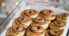Dans cet article, je vous propose une recette de roulés à la cannelle, ou cinnamon rolls, facile à réaliser et parfait pour un goûter d'automne / hiver. Parfait, Strawberries In Containers, Strawberry Pots, Cucumber Bites, Light Appetizers, Beignets, Dessert Recipes, Desserts, Cooking