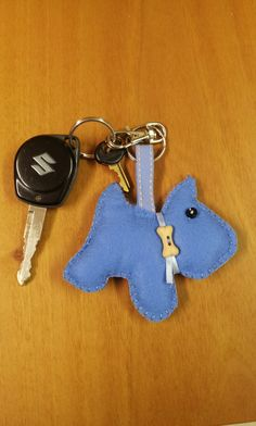keyring with dog in felt cagnoglino portachiavi in feltro