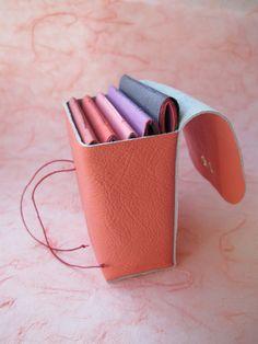 Estojo para cadernos    #encadernação #artesanato #couro #papel #arte #copta # longstitch #bookbinding #caderno #livro #encadernar #lembrancinhas #festas #album