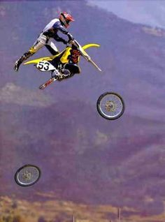 Too high, where my wheels :) Moto Bandit, Sports Images, Funny Sports Pictures, Fail Pictures, Sports Photos, Crazy Pictures, Dirtbikes, Extreme Motocross, Motocross Bikes