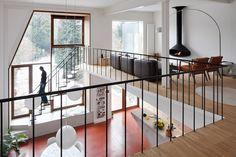 interessante ruimteindeling, leuke houtvloer, interieur zelf niet echt erop