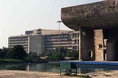 Built by Le Corbusier in Chandigarh, India with date 1962. Images by Flickr user: diametrik. This AD Classic was done in collaboration with John Rizor.  Taking over from Albert Mayer, Le Corbusier produced a pl...