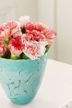 Sea inspired vase and carnations My Flower, Fresh Flowers, Flower Vases, Flower Power, Pink Flowers, Beautiful Flowers, Floral Centerpieces, Floral Arrangements, Pots
