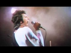 Music video by Queen performing We Are The Champions. (C) 1977 Queen Productions Ltd. under exclusive licence to Universal International Music BV