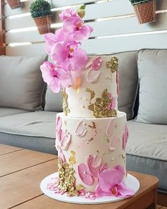 Pink and Gold Wedding Cake - cake_me_pretty Pretty Cakes, Cute Cakes, Beautiful Cakes, Buttercream Cake Designs, Buttercream Flower Cake, Wedding Cake Designs, Wedding Cakes, Coco Chanel Cake, Fondant