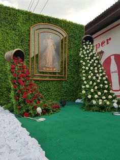 Off Beat Ideas For Your Mehndi Ceremony Decoration . wedding stage Off Beat Ideas For Your Mehndi Ceremony Decoration Diy Photo Backdrop, Diy Wedding Backdrop, Wedding Stage Decorations, Backdrop Decorations, Flower Decorations, Backdrops, Church Altar Decorations, Wedding Mandap, Wedding Receptions
