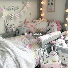 Love this apart from the bunting hanging. I hope that's only for the purpose of the pic cause it's so dangerous with little ones Teen Room Decor, Bedroom Decor, Nursery Room, Baby Room, Ideas Dormitorios, Deco Kids, Toddler Rooms, Kids Corner, Little Girl Rooms