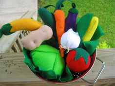 Felt Veggies and other foods - seriously cool idea for the play kitchen area.