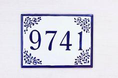 Plaque en céramique de modèle de talavera en bleu tuile | Etsy House Plaques, House Number Plaque, Personalized Signs For Home, Tuile, House Names, Porche, Ceramic Houses, Flat Ideas, Address Plaque