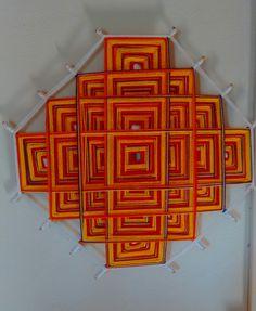 Mandala Nudos Celtas nos tons de laranja, vermelho e uma linha degrade cores quentes