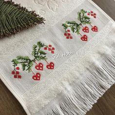 Çok beğenilen havlumdan bir tane daha ☺️☺️ . . Herkes 2018 in son gününde yaptığı paylaşımlara 2019 dan beklentilerini yazmış.. Hepimizin… Cross Stitch Art, Cross Stitch Patterns, Crochet Hat Tutorial, Bargello, Christmas Cross, Holiday Crafts, Needlework, Crochet Hats, Embroidery