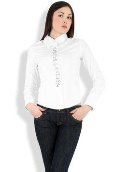 Abbigliamento da Donna  http://www.abbigliamentodadonna.it/camicia-glamour-manica-lunga-p-743.html Cod.Art.000917 - Camicia glamour manica lunga realizzata in puro cotone elasticizzato. Modello adatto a occasioni casual anche jeans, e' impreziosito da numerose grosse gemme luccicanti stile swarovski lungo la fascia anteriore in tessuto che nasconde l'allacciatura, rendendolo idoneo anche a situazioni piu' eleganti.