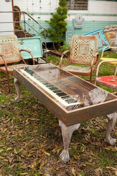junk gypsies PIANO KEYBOARD coffee table \ Trash-to-Treasure Projects From the Junk Gypsies | Junk Gypsies | GAC