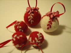Bolas de fieltro by fperezajates, via Flickr
