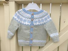 43 ideas crochet baby boy sweater pattern fair isles for 2019 Baby Cardigan Knitting Pattern, Crochet Baby Cardigan, Boy Crochet, Knitting Sweaters, Kids Knitting Patterns, Knitting For Kids, Pull Jacquard, Knitting Baby Girl, Baby Knits