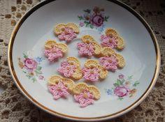 Crochet flower appliques mini crochet by DancingCloudsandmore