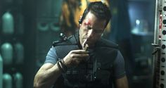 Guy Pearce Comes (So) Close to Rescuing Messy, Schlocky 'Lockout'