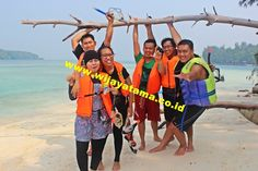 Pulau Seribu Jakarta, Thousand Islands is an archipelago which has a marine nature conservation area in Indonesia, located in the northern part of the Bay of Jakarta. Then the marine waters in this region is a shallow sea waters with coral islands and reef flats and coral reefs. Thousand Islands has Natural Resources typical of the natural beauty of the sea with coral ecosystem that is unique such as coral reefs, fish and food fish, echinoderms, crustaceans, mollusk, sea turtles, sea plants